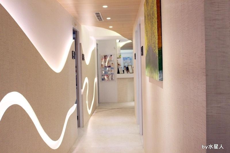 周爾康整形外科診所內部長廊