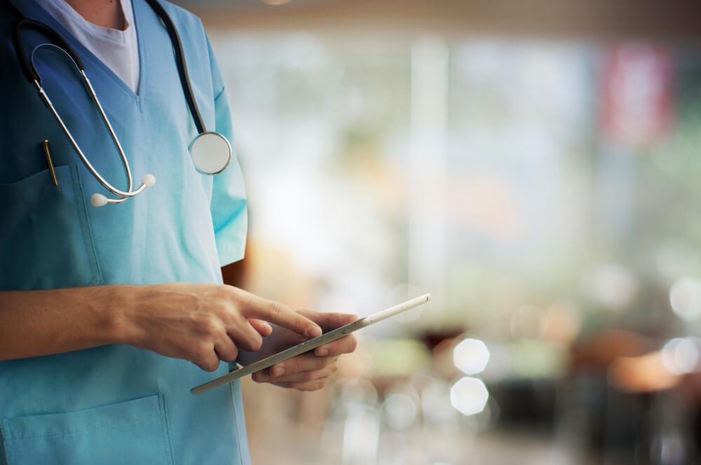 醫師檢視抽脂推薦醫院標準